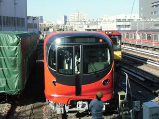 この赤い電車は?6.59-238.1.jpg